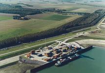 Luchtfoto van de Zeeland Container Terminal in de Braakmanhaven.