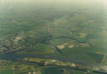 Luchtfoto Kanaaleiland Sluiskil met op de achtergrond zijkanaal C naar...