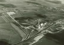 Overzicht bouw PZEM centrales met buitendijks de uitlaat van koelwater...
