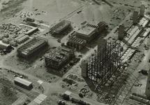 Overzicht van de inaanbouw zijnde Trivera fabriek van Hoechst, met...