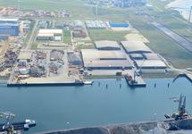 Kaloothaven met de daar aan grenzende bedrijven Martens, Hoondert en...