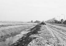 Aanleggen watergang en ontsluitingsweg naar industrieterrein Sas van...