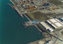 Luchtfoto aanleg kade Hoondert en Martens in de Kaloothaven te...