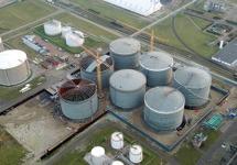 Bouwen van opslagtanks bij Vesta Terminal Flushing B.V. aan de...