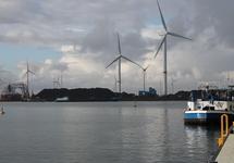 Zicht op de Kaloothaven vanaf het calamiteitensteiger Scaldiahaven.
