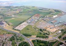 Luchtfoto terreinen aan de noordzijde van de Buitenhaven in...