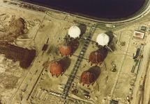 Luchtfoto van Eurogas Terminals C.V. aan de Quarleshaven te...