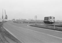 Duitslandweg, met spoor en met entree naar terrein van De Hoop aan de...