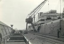 Overslag van auto's in de haven van Terneuzen. Exacte locatie in het...