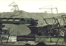 Behandeling van kolen op de terminal van Ovet in de Kaloothaven.