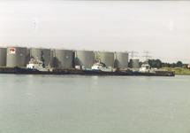Tankterminal van Petroplus aan de Buitenhaven van Vlissingen, met...