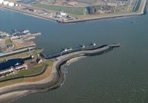 Luchtfoto haveningang van de Buitenhaven te Vlissingen.