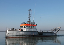 Ploegboot Kees Jr van Baggerbedrijf De Boer in de havens van...