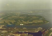 Luchtfoto van de Binnenhavens en Buitenhaven te Vlissingen.