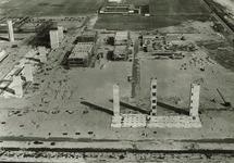 Overzicht van de in aanbouw zijnde Trivera fabriek op het Hoechst 3...