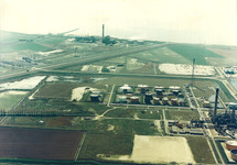 Luchtfoto van een gedeelte van de Total Raffinaderij te...