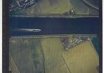 Verticale luchtfoto havengebied Terneuzen. Kanaal ten zuiden van de...