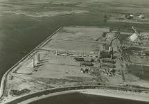 Overzicht van de in aanbouw zijnde Trivera fabriek. Linksboven bouw...
