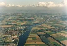 Luchtfoto Kanaal Gent-Terneuzen ter hoogte van Sas van Gent.