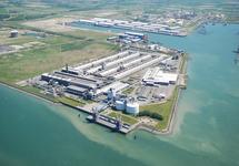 Luchtfoto van het bedrijfscomplex van Zalco (Zeeland Aluminium...