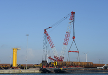 Loswerkzaamheden op de BOW terminal in de Westhofhaven.