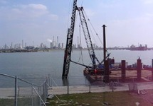 Bouwen steiger in de Braakmanhaven ten behoeve van de vestiging van...