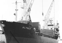 Zeeschip Altnes aan de kade van de Noorderkanaalhaven.