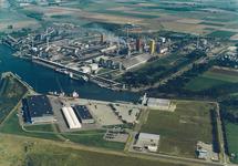 Luchtfoto van de Axelse VLakte met de vestigingen van Outokumpu,...