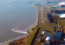 Luchtfoto van het Kalootstrand vanaf de kerncentrale richting de...
