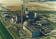 Luchtfoto van de kerncentrale en kolencentrale van de PZEM te...