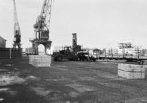 Laden van wagons bij Aug. de Meyer aan de Noorderkanaalhaven.