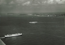 Veerboot op de Westerschelde met Vlissingen op de achtergrond.