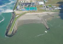 Luchtfoto gedeelte van het Kalootstrand bij laag water nabij de...