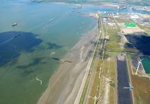 Luchtfoto Kalootstrand bij laag water.