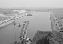 Luchtfoto van de Zevenaarhaven, waarschijnlijk genomen vanuit een...