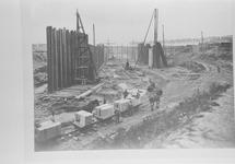 Reproductie van een foto van omstreeks 1907 van de bouwput van de...