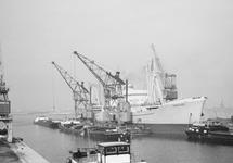 Overslag vanuit een zeeschip in binnenvaartschepen in de...