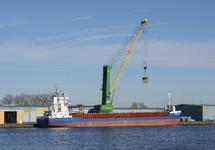 Zeeschip Rova Stones aan de kade bij Verbrugge Terminals in de...