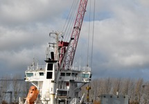Het schip Laura aan de kade bij Outokumpu.