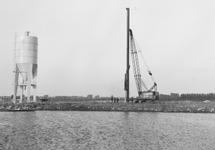 Heiwerk bij De Hoop aan de Zuiderkanaalhaven.