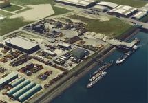 Luchtfoto terminals van Arrow en Hoondert in de Kaloothaven te...