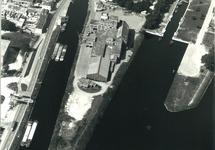 Kanaaleiland Sas van Gent met Zijkanaal H en de Oude Sluis. De...