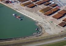 Aanleg nieuwe kade in de Westhofhaven.
