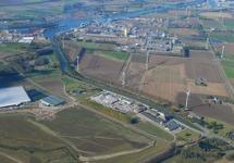 Luchtfoto Zijkanaal C naar de Axelse Sassing, Yara Sluiskil en...