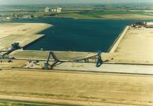 Luchtfoto van de kolentransportband aan de Kaloothaven t.b.v. de...