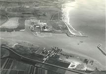 Overzicht Sloehaven en eerste gedeelte Van Cittershaven, met in de...