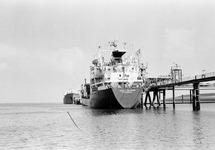 Zeeschip Vasco da Gama aan de steiger bij Dow Chemical in de...
