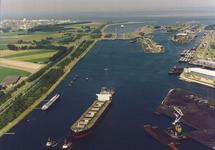 Luchtfoto kanaal Gent-Terneuzen met op de voorgrond een gedeelte van...