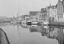 Oostkade met jachthaven te Sas van Gent.