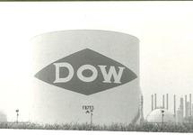 Opslagtank FB753 met daarop het logo van Dow Chemical